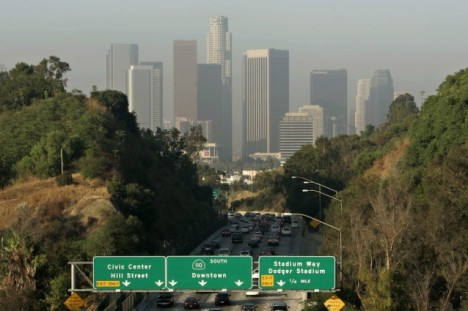 los-angeles-traffic-smog-e1394210847342-638x425